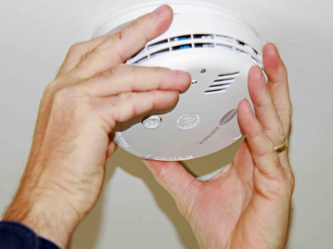 Smoke alarms installation